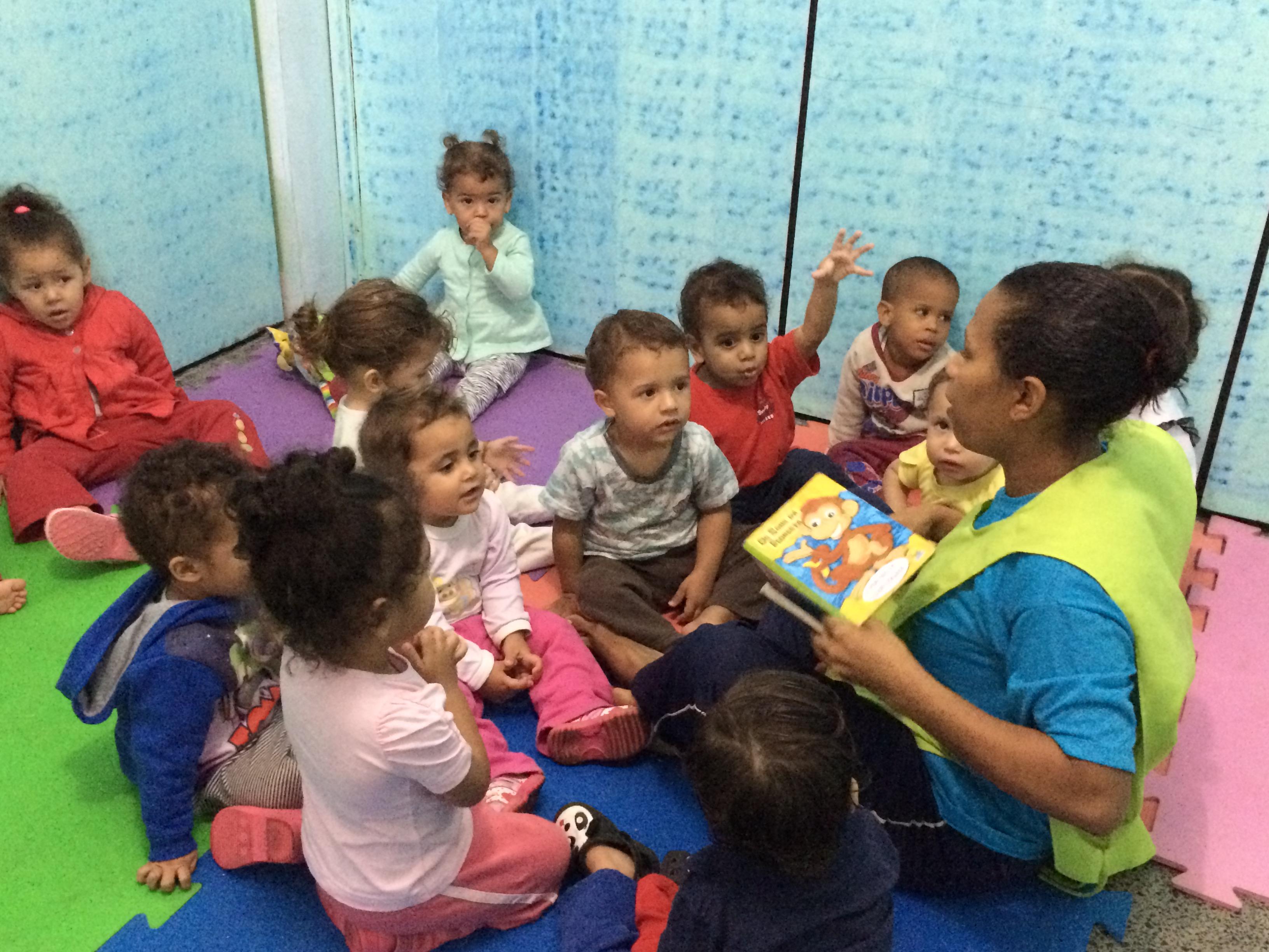 Por que as Crianças que ficam na Creche Desenvolvem Mais que as que não ficam?