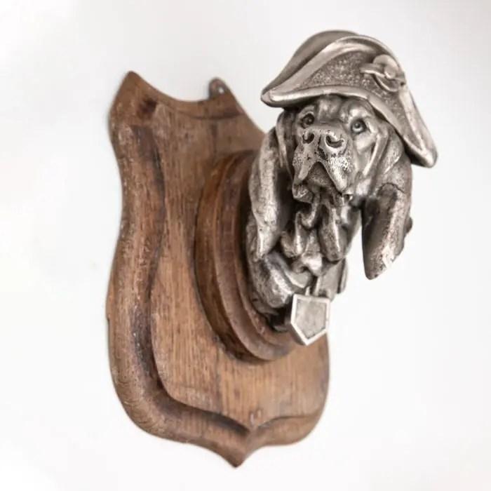 dog-in-napoleon-hat-on-plaque