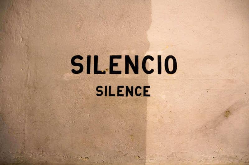 La gestion du silence et la dependance affective