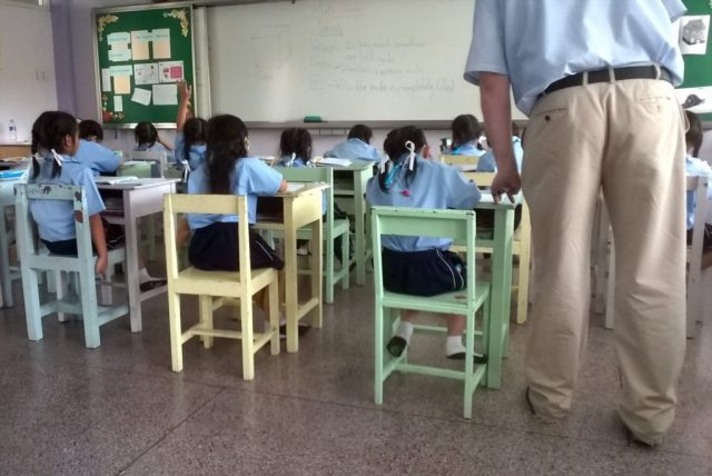 classroom-students-and-teacher
