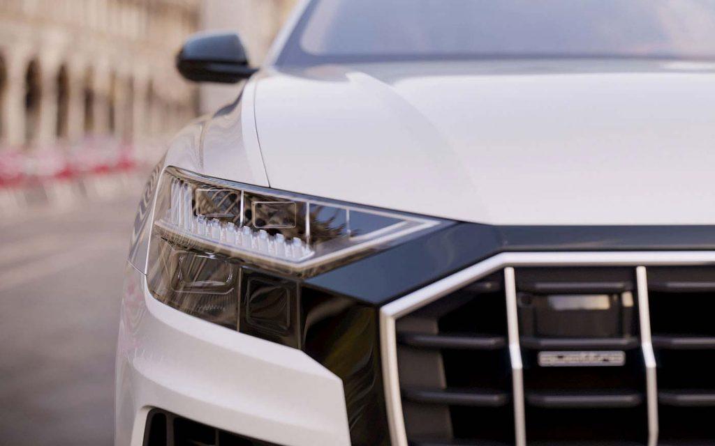 Fotorealistyczna Wizualizacja samochodu audi q8 w kolorze białym
