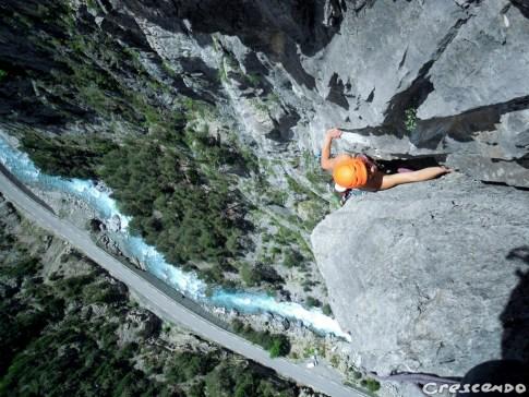 Sortie initiation escalade avec un guide au sein du parc du Queyras calcaire grande voie