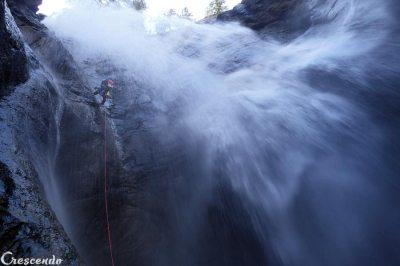 canyoning rappel, geyser des Oules, moniteur de canyon