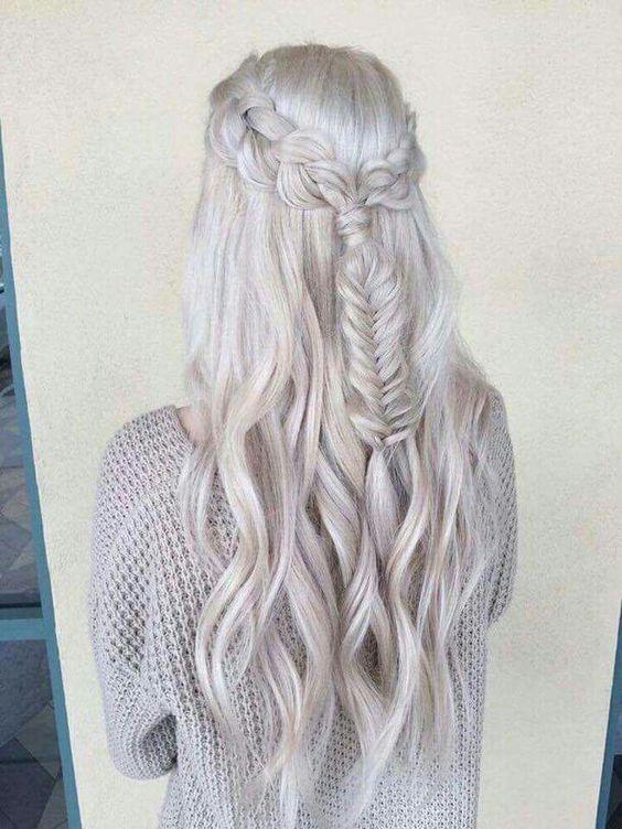 cabelos platinados trançados