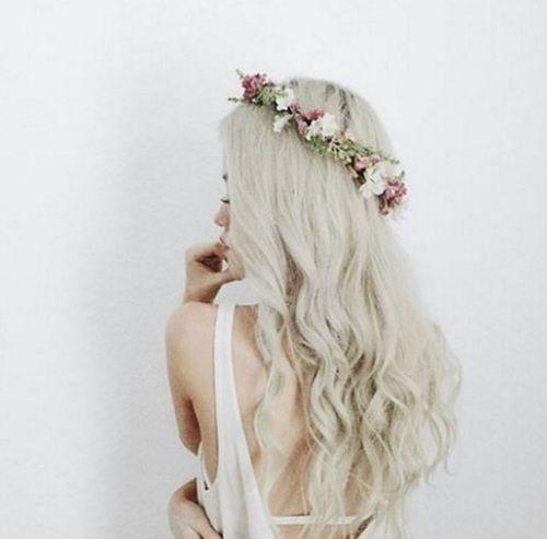 platinado com coroa de flores