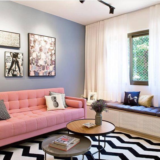 decoração com sofá rosa
