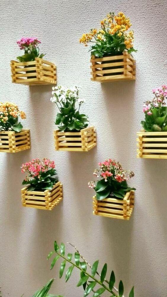 suporte de planta de caixote de madeira