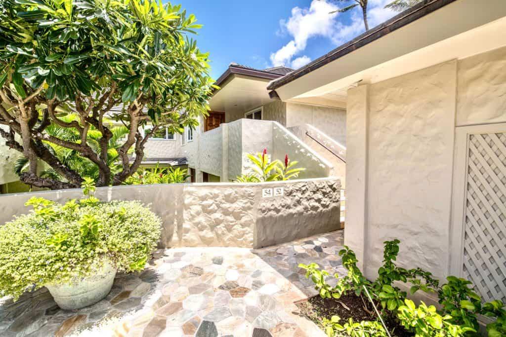 Tiled patio entry to 54 Ironwood Lane