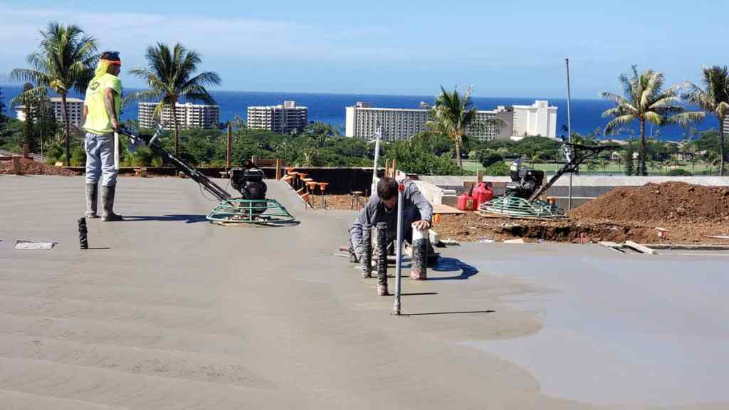 Finishing concrete perfectly requires many steps. Here the fresh poured concrete is buffered and smoothed.