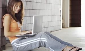 Girl-using-laptop-outside-001