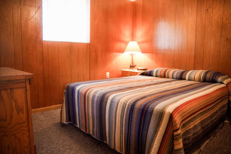 Cabin 3 Crest Lodge Table Rock Lake queen bedroom