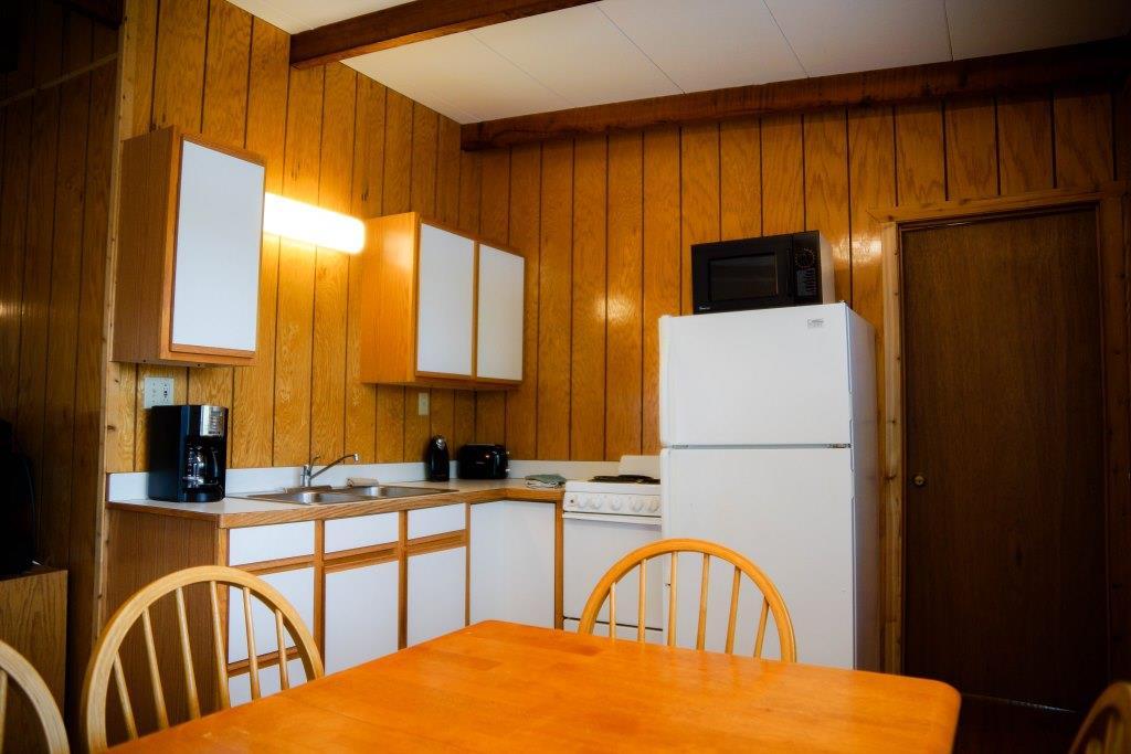 cabin 5 kitchen table rock lake waterfront crest lodge