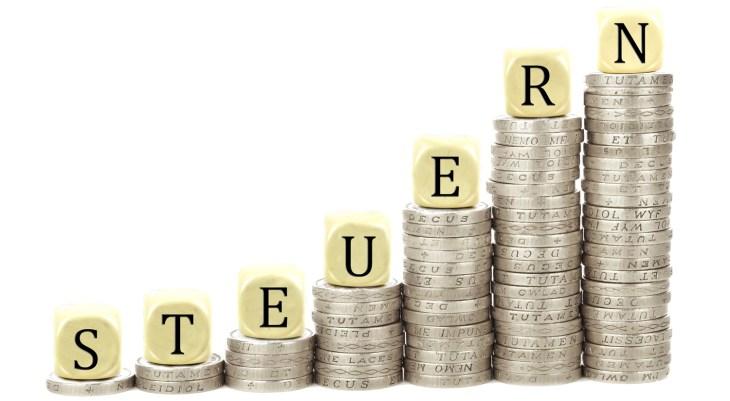 Investitionsabzugsbetrag - hier sehen Sie Türme mit Geldstücken.
