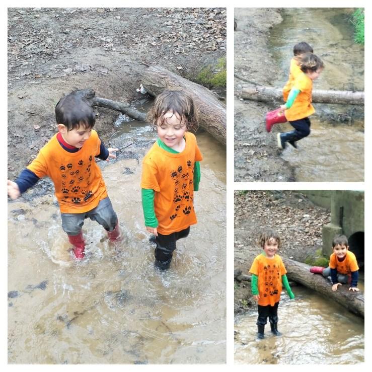 Niños bañandose en un rio en invierno