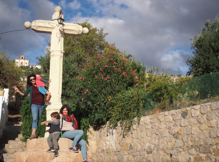 Foto de los 4 en un plaza del alto Albaycín