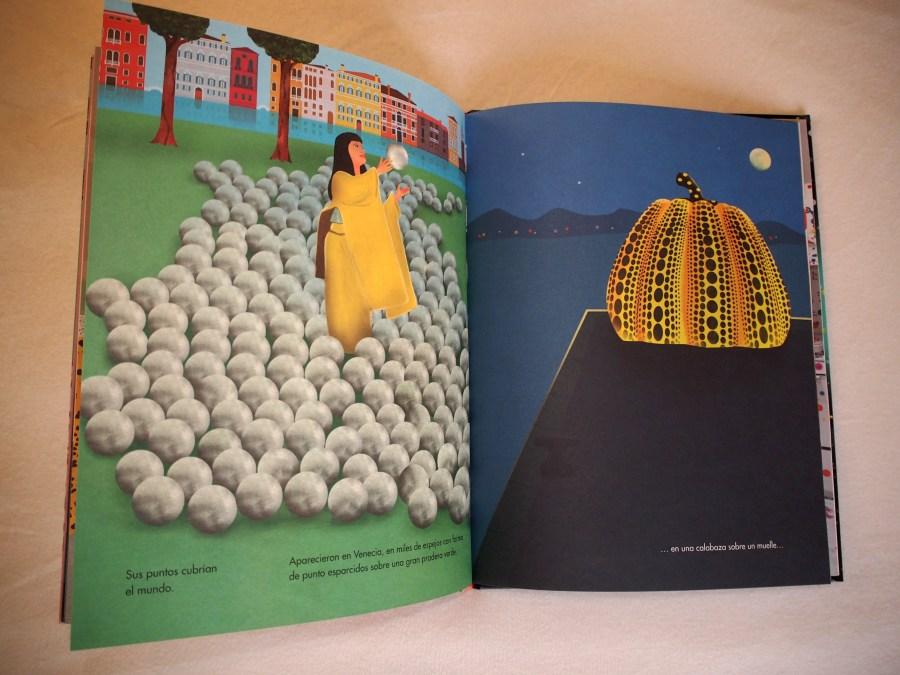 """Calabazas de Yoyoi Kusama y sus bolas del festval de Venecia. Foto del libro """"De aquí al infinito"""""""