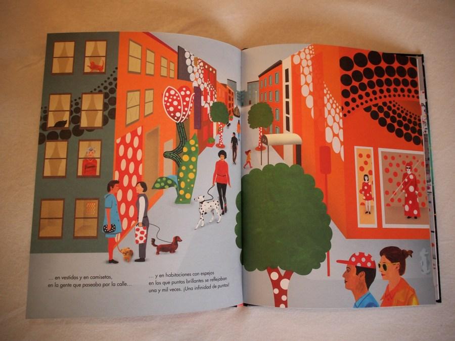 """Interior del libro """"De aquí al infinito""""donde se ve una calle llena de cosas con puntos"""