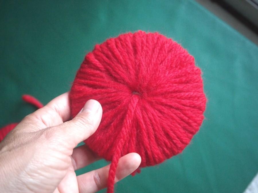 Haciendo los pompones de lana para las guerras de globos