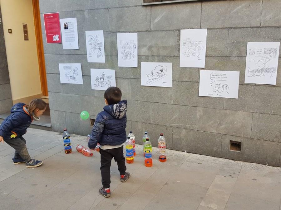 Carteles en las paredes de las calles