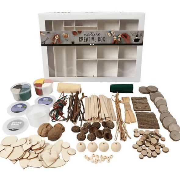 Foto de todos los materiales que viene con la nature creative box uno de los materiales del método naturaleza creativa