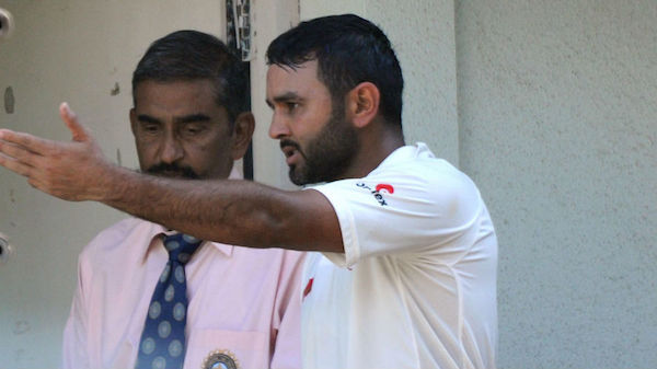 Parthiv Patel recorded on stump mic using harsh words for on-field umpire during a LIVE match