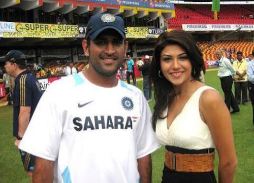 Archana Vijaya and MS Dhoni 1