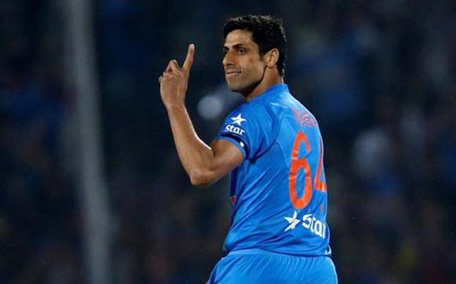 Ashish Nehra bowler