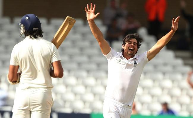 Alastair-Cook-dismissed-Ishant Sharma