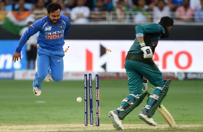 Shoaib Malik run-out by Ambati Rayudu