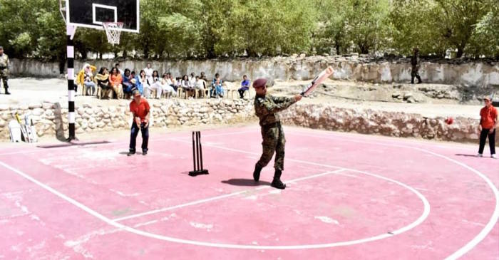 MS Dhoni cricket in Leh