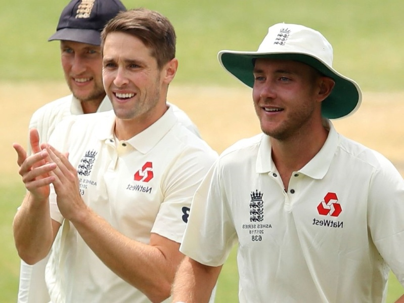 broad and woakes pick wickets
