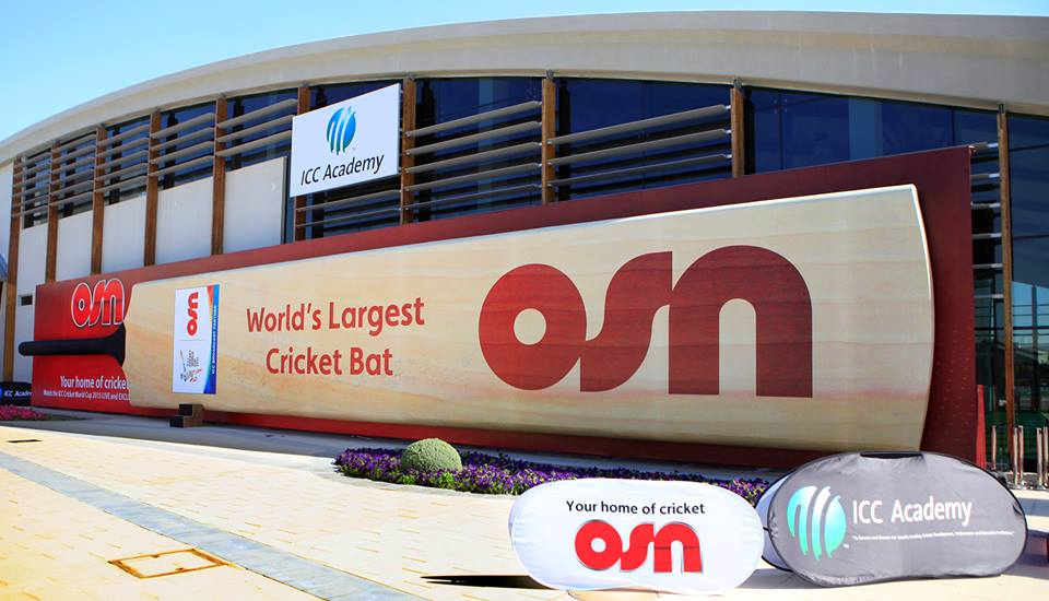 Guinness World Record of  Largest Cricket Bat in The World