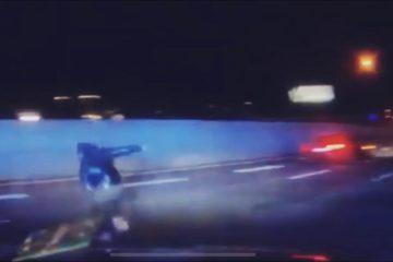 VIDEO: Man vlucht en springt uit paniek van snelweg na stopteken (voor iemand anders)