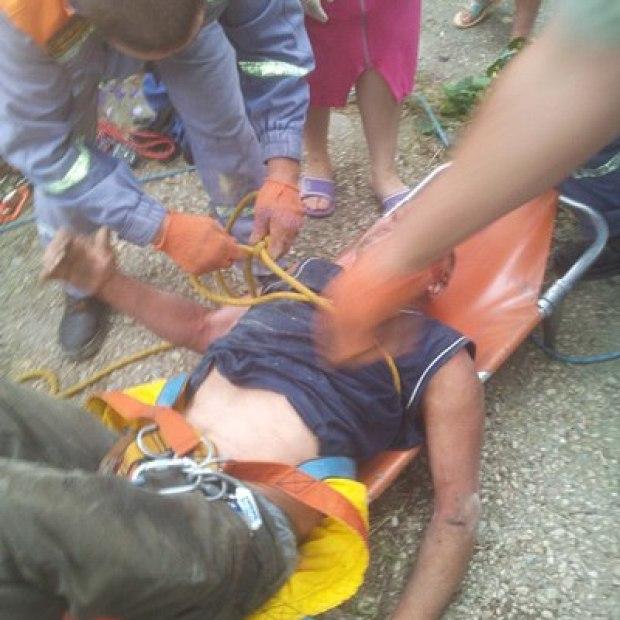 На дне: бахчисарайские спасатели достали из колодца мужчину (+фото)