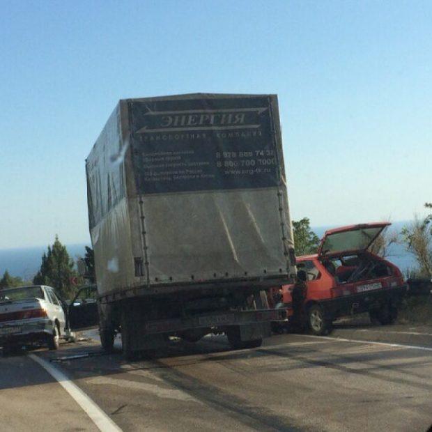 ДТП на Ялтинской трассе: 25 июня столкнулись пять авто. ФОТОФАКТ