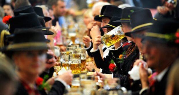 """""""Октоберфест"""" в Ялте - пиво рекой, национальная еда и много... немцев"""