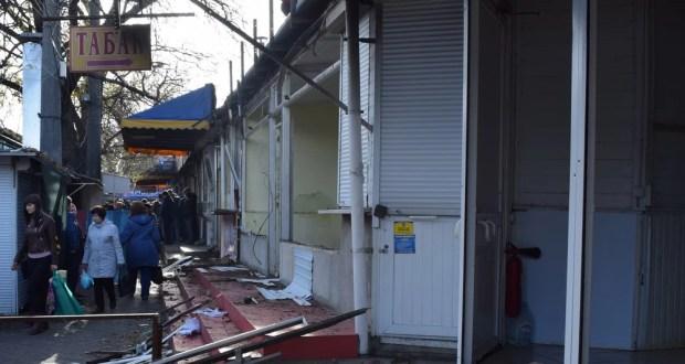В Симферополе добровольно сносят торговые точки