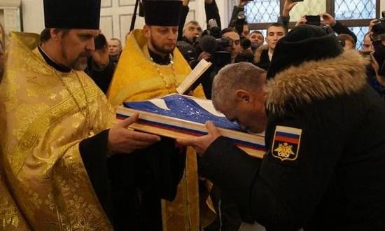В Севастополе освятили корабельные Андреевские флаги