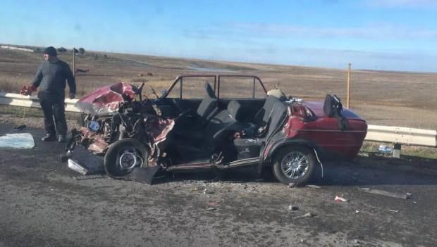 ДТП под Феодосией: фура превратила ВАЗ в груду металла