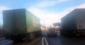 ДТП под Симферополем 6 декабря. Две фуры «зажали» ВАЗ