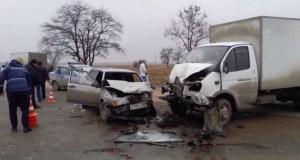 """ДТП на трассе """"Нижнегорск-Белогорск"""" - людей из ВАЗа """"вырезали"""""""