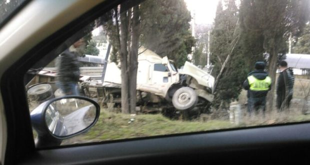 ДТП в Алуште. Грузовик «прилег». Тормоза и занос