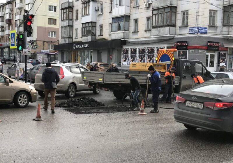 Ремонт дорог в Симферополе начался
