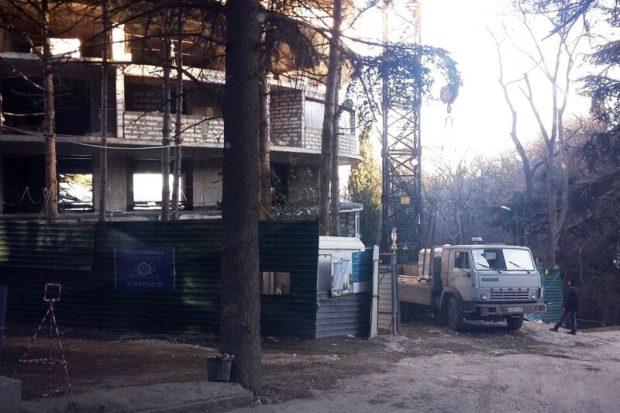 В Приморском парке Ялты недвижимость не регистрируют