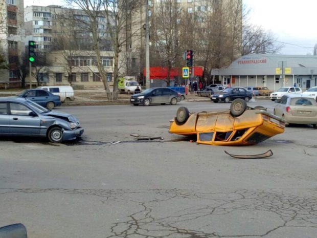ДТП в Симферополе, 13.02. Фото: ВК, Автопартнер Крым