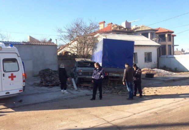 ДТП в Севастополе: припаркованная Газель поймала раскуроченную Ниву