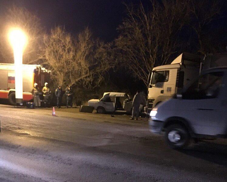 """Жуткое ДТП под Бахчисараем, вечер 20 февраля: бетоновоз и несколько машин """"в хлам"""""""