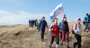 Крымские туристы установили на самой высокой точке Крыма – горе Роман-Кош триколор