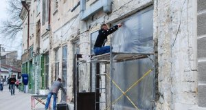 На улицах Пионерской, Революции и Караева в Евпатории реконструируют фасады