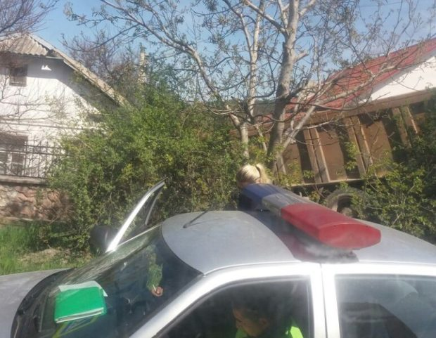 ДТП в Симферополе. У КАМАЗа отказали тормоза. Тормозил об забор.